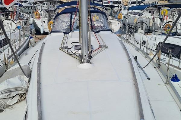 Beneteau-Oceanis-43.4-Moonspirit-Medsail-Malta-Yacht-Charters-Deck-Space.jpg