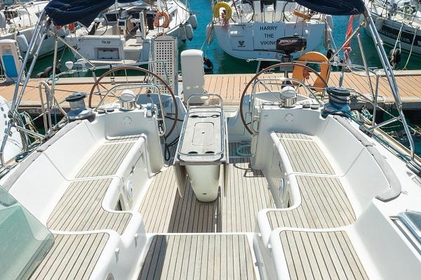 Jeanneau-54DS-Avalon-Malta-Medsail-Cockpit.jpg