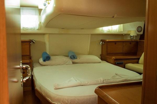 Jeanneau-54DS-Avalon-Medsail-Malta-Master-Cabin.jpg