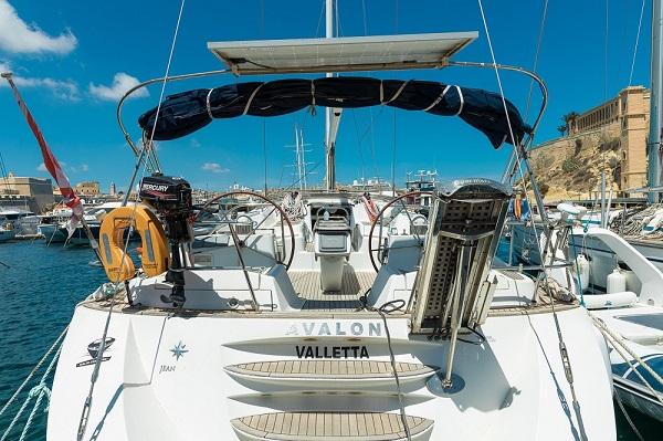 Jeanneau-54DS-Avalon-Medsail-Malta-Stern.jpg